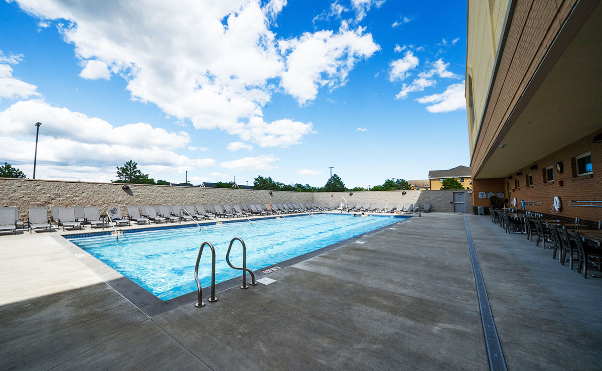 Sky Fitness Chicago - Outdoor Pool - Buffalo Grove Swimming Pool